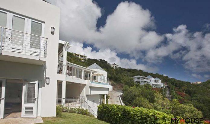 Mỗi một góc nhỏ của căn biệt thự bên biển đều được chăm chút bằng cây xanh