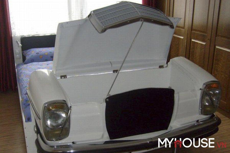 Chiếc giường độc đáo Mercedes còn có thể mở nắp đựng đồ dùng cần thiết