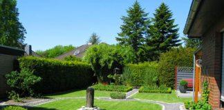 Bạn có thể trang trí cho sân vườn biệt thự bằng cách tỉa cây để tiết kiệm Không gian