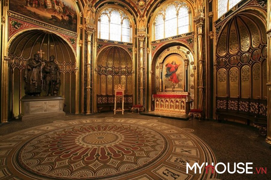 thiết kế nội thất thời kỳ Byzantine, mái vòm lớn và trang trí lộng lẫy trở thành chuẩn mực